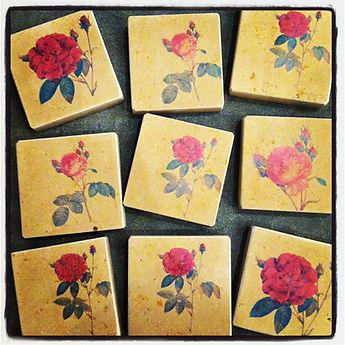 Piedra Solnhofen estampada con rosas para Sant Jordi