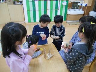 千田庸子様より木のおもちゃ・カスタネットを頂きました。