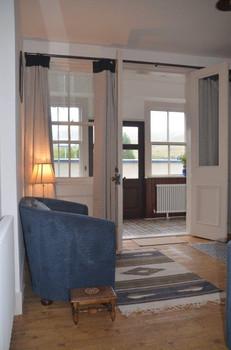 Living room & vestibule