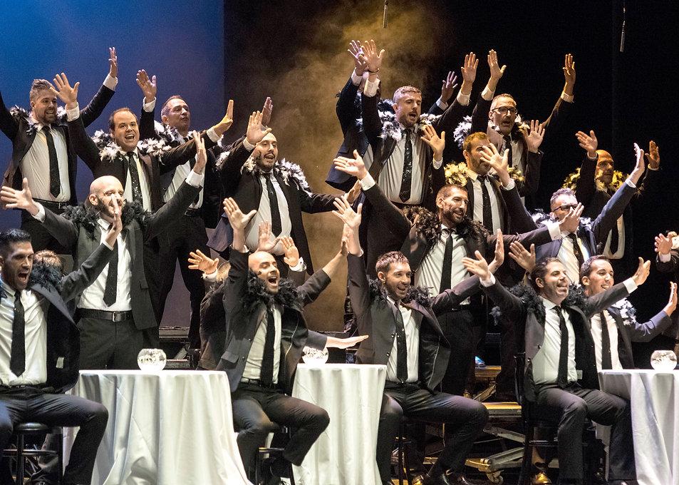 Coreografía Another Day of Sun, espectáculo LIVE, Barcelona Gay Men's Chorus