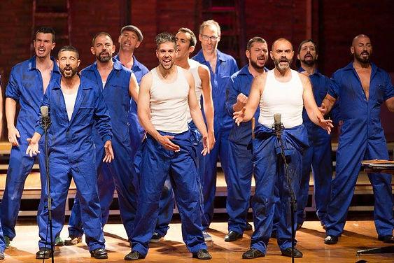 Cantantes, trabajadores, gay, fábrica, espectáculo Survivor, Barcelona Gay Men's Chorus