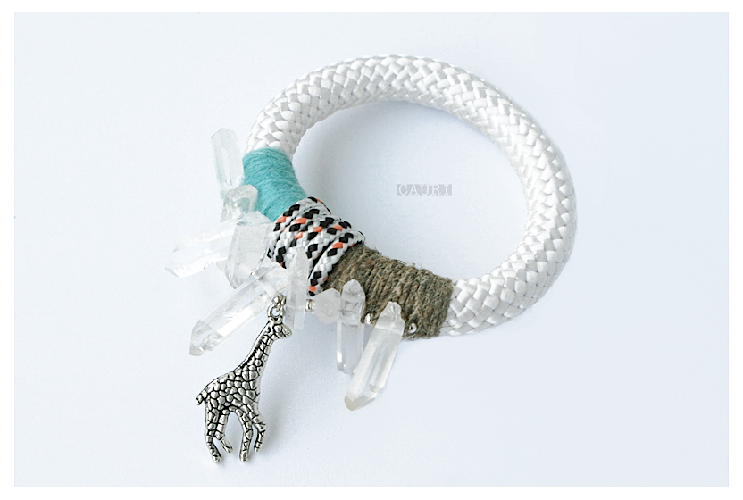 RHINESTONE bracelet with Giraffe
