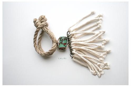 Bracelet with green brazilian bead