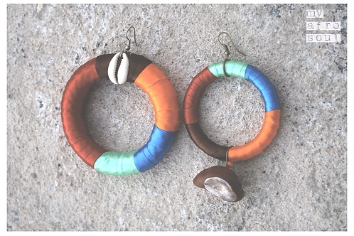 Big rings earrings with cowrie shell & chestnut