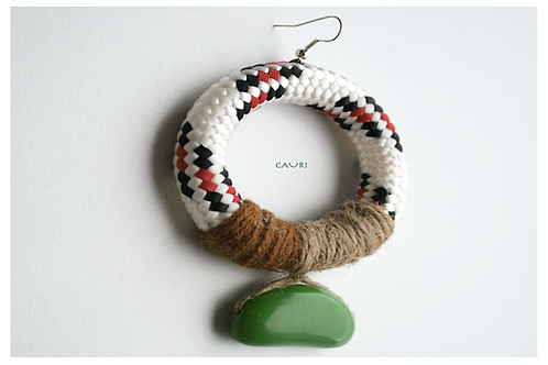 Earring with green brazilian bead