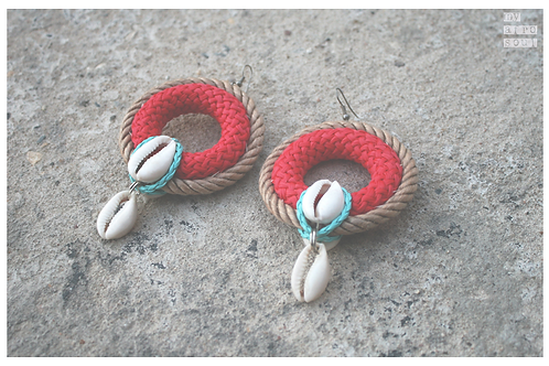 Big rings earrings with cowrie shells