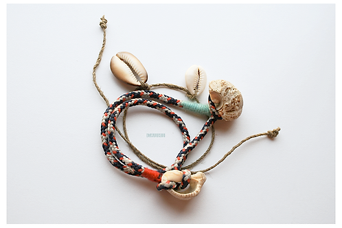 INDIANS bracelets set with cowrie shells
