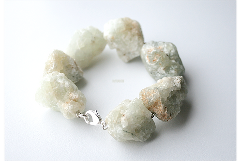 Bracelet with PREHNITE