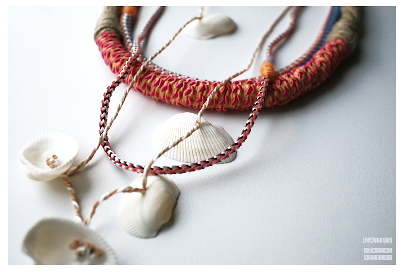 Necklace set with shells