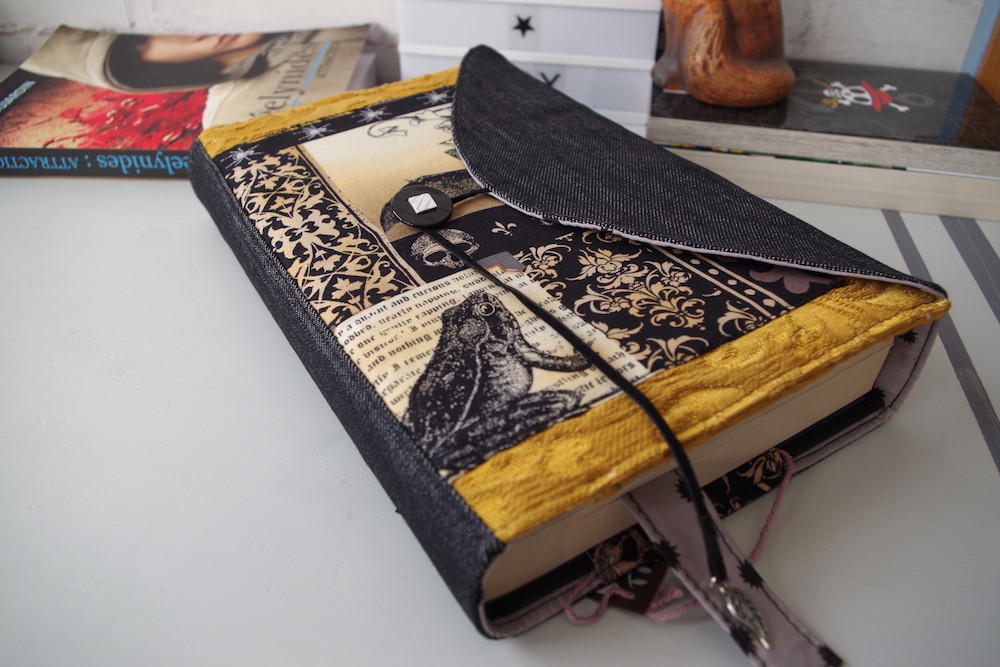 booksleeve gothique