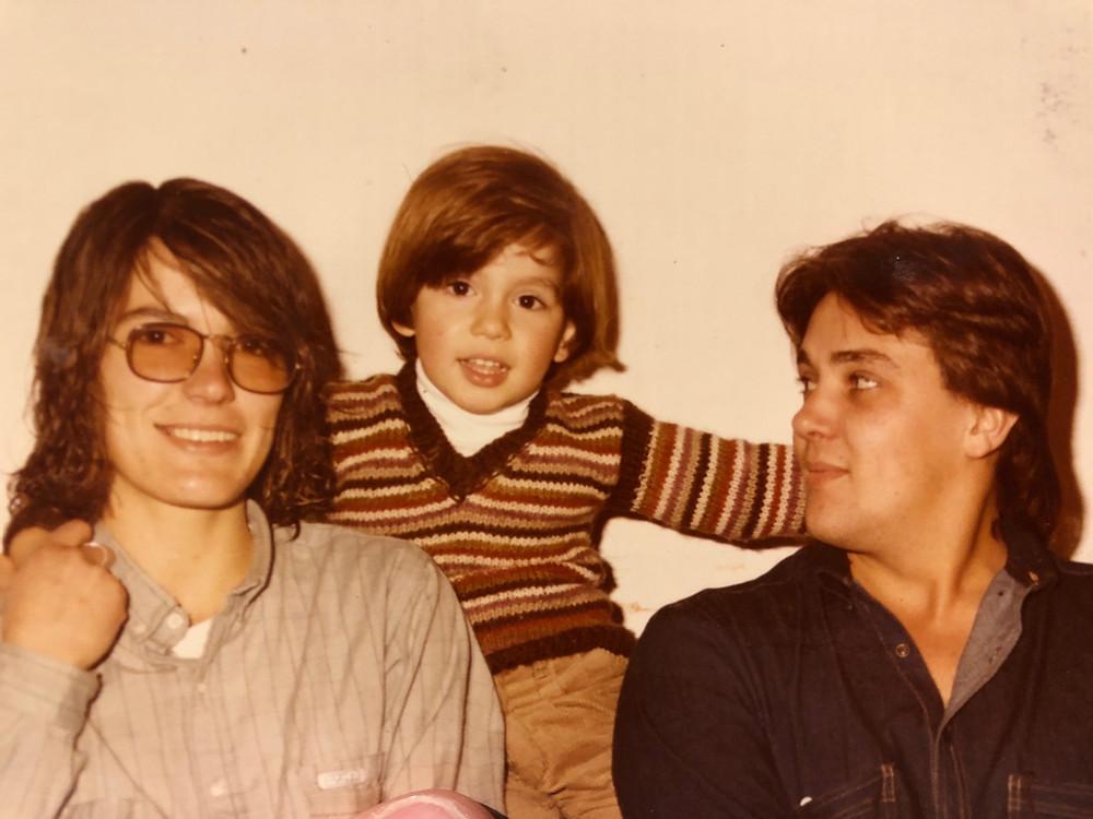 Geremy y sus jóvenes padres