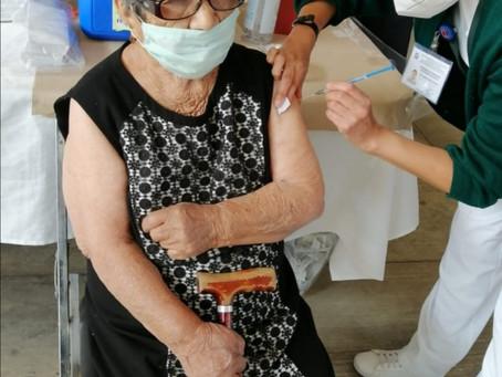 Inicia aplicación de vacuna contra Covid-19 a personas de la tercera edad en Papalotla