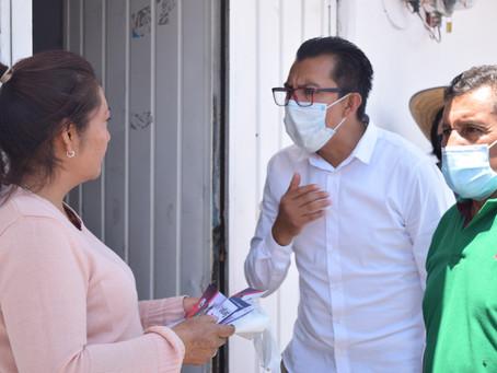 El Doc Sergio Lara con gran aceptación de los Papalotlenses en sus toques de puerta