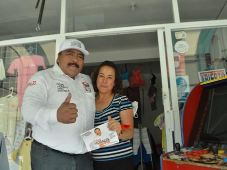 Felipe Morales recorre calles de Zimatepec y se compromete a crear proyectos en beneficio de todos