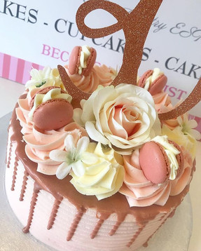 Pretty details on this 30th Birthday Cak