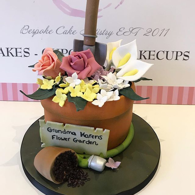 A smaller version of our flower pot Cake