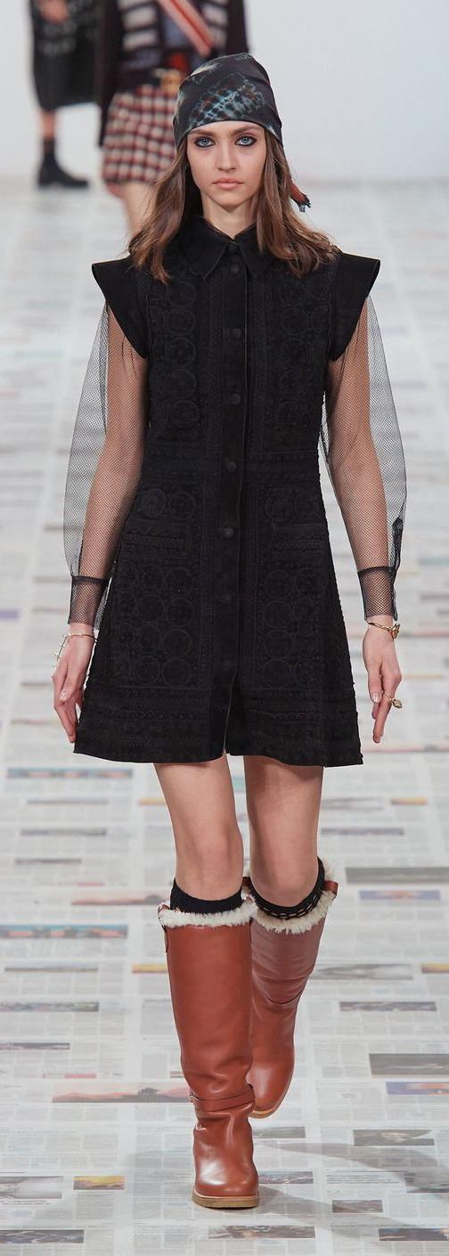 Voluminous shoulders - Dior