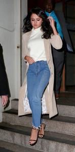 Selena Gomez - Jeans