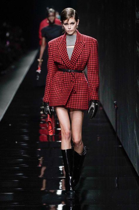 Voluminous shoulders - Versace