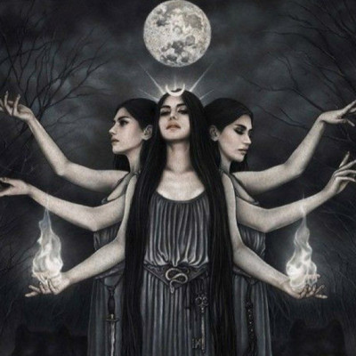 Get to Know Hekate – Goddess of Magic