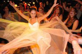צחי בר און דיגיי  DJ zachi bar on מתחתנים חתונות קטנות מוסיקה מיוחדת מוסיקה לחתונה אירועים מסיבת חתונה  פטקט fatcat music