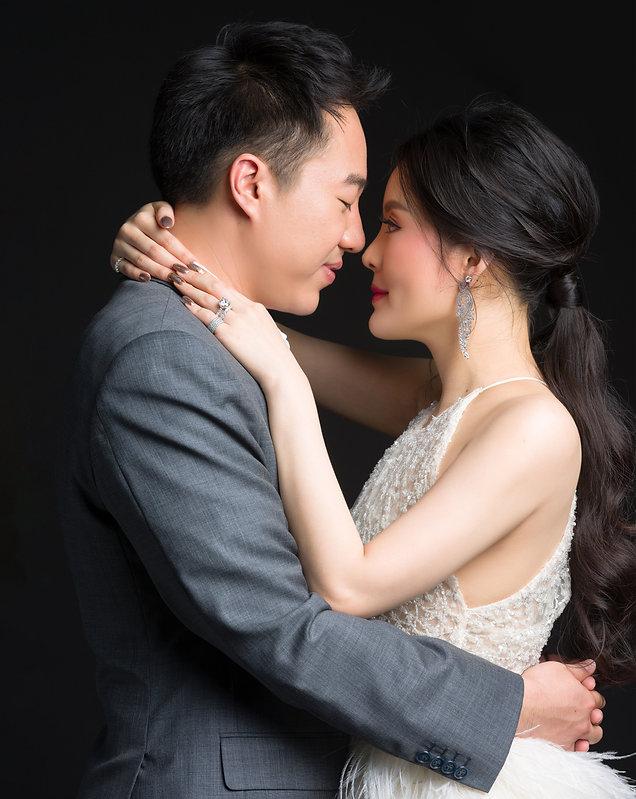 ช่างภาพงานแต่งงาน ช่างภาพพรีเวดดิ้ง กับ Masterpor แพคเกจพร้อม Photobook Wedding Premium ภ่ายภาพและ Print ภาพด้วยระบบจัดการสีและการพิมพ์เกรด Art Gallery ชั้นนำ ฝากผลงานไว้กับลูกค้าไทยและต่างชาติหลายปีเชียวชาญงานพิธี western wedding ceremony และ thai culture wedding. www.masterpor.com Best Photographer in Asia.