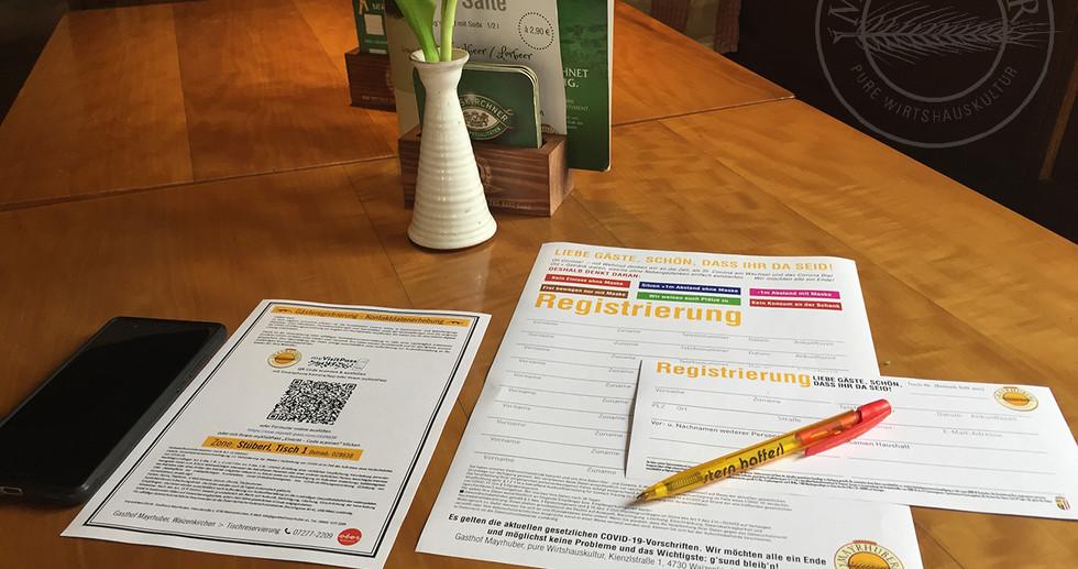 Registrieren: schriftlich oder per QR-Code