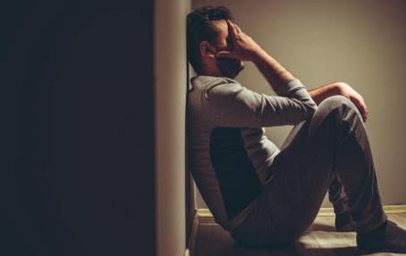 Covid-19 aumenta o risco de transtornos mentais em quem já teve doença