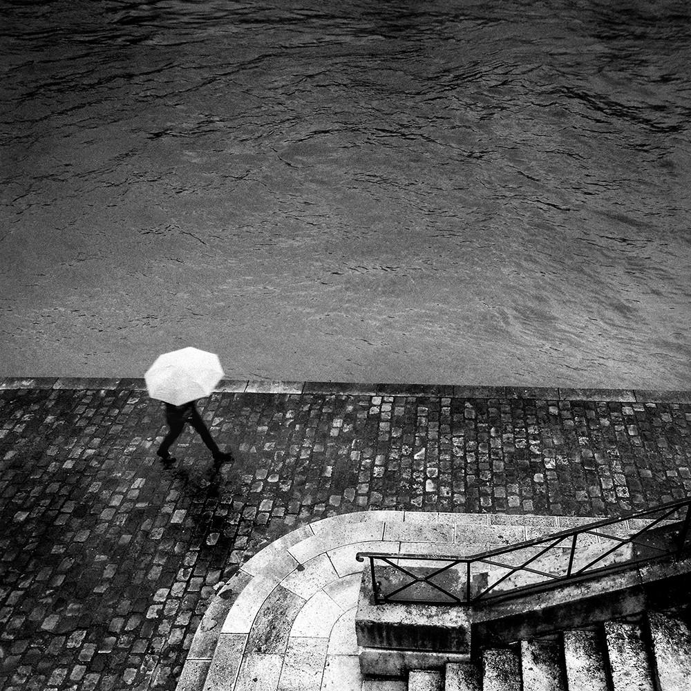 Le parapluie blanc