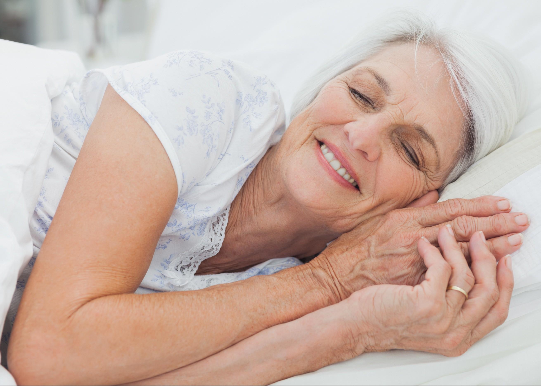 Resultado de imagem para idoso dormindo