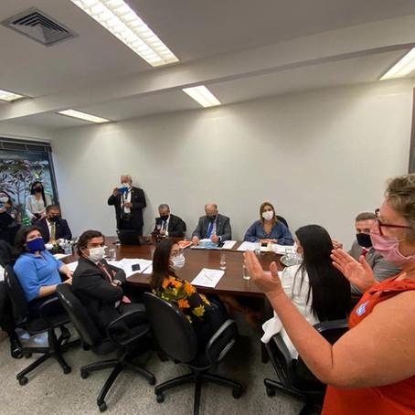 Soraya Thronicke participa de reunião da bancada para receber sugestões de emendas