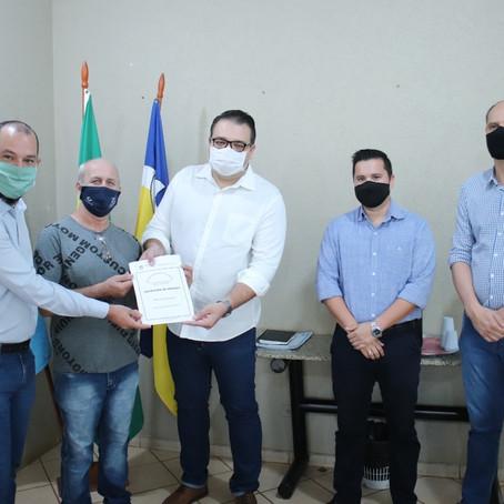 Prefeitura entrega 139 escrituras para moradores de Dourados