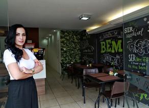 Rede de franquia lança modelo que permite dois negócios diferentes em uma mesma cozinha