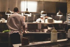Como a tecnologia pode ajudar o setor gastronômico na retomada em 2021