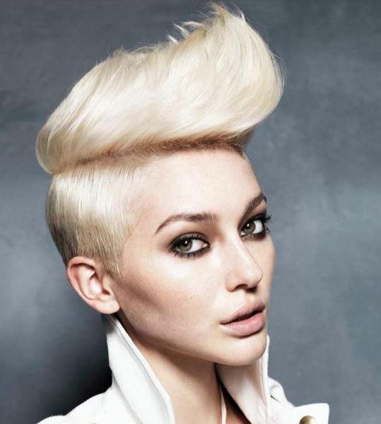 Ladies Blonde Style