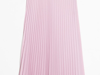 HOW TO MAKE SURE YOUR MIDI-SKIRT IS SARTORIALLY UP TO DATE? JUST ADD PLEATS