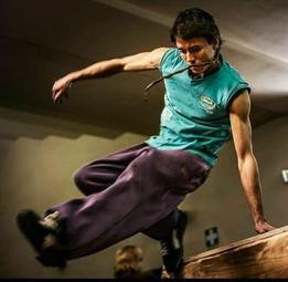 Live Oltre i Confini: Andrea Santi e la sua visione dell'arte dello spostamento