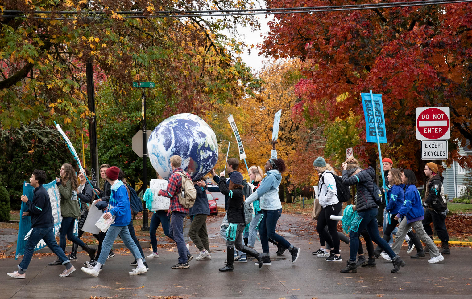Students from South Eugene High School marched through the streets on Oct. 29, 2018 to show their support for the 21 plaintiffs of the Juliana v. United States, or Youth v. Gov. trial that was supposed to begin on this day but was held up in the courts.