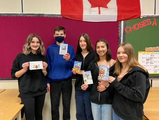 Les élèves de la 9e à KLO partagent l'esprit des fêtes!