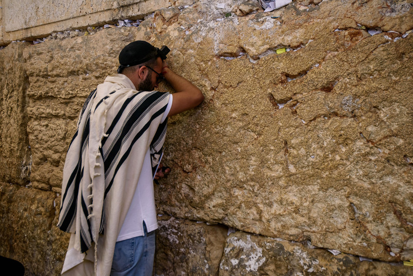 Bat Mitzvah guest prays at the Kotel