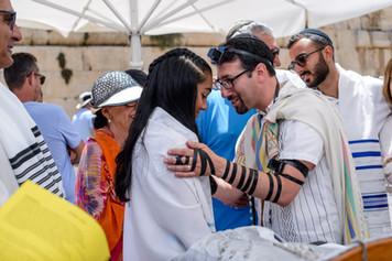 Cantor Evan Cohen Blesses the Bat Mitzvah Girl