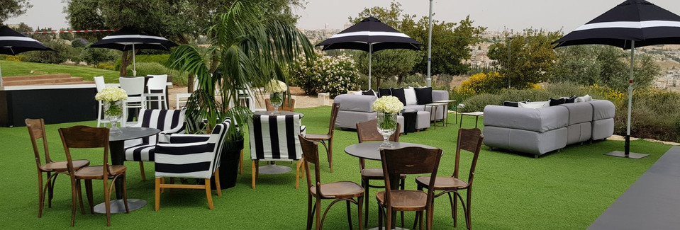 Front lawn lounge Private