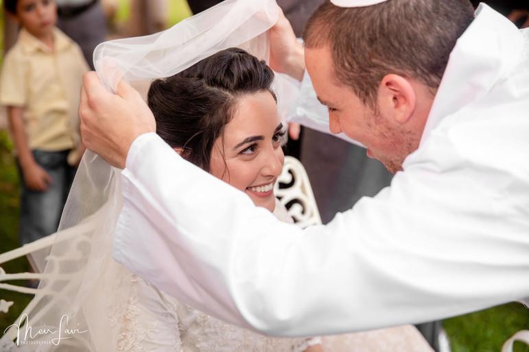 Groom Veils Bride - Bedeken In Israel