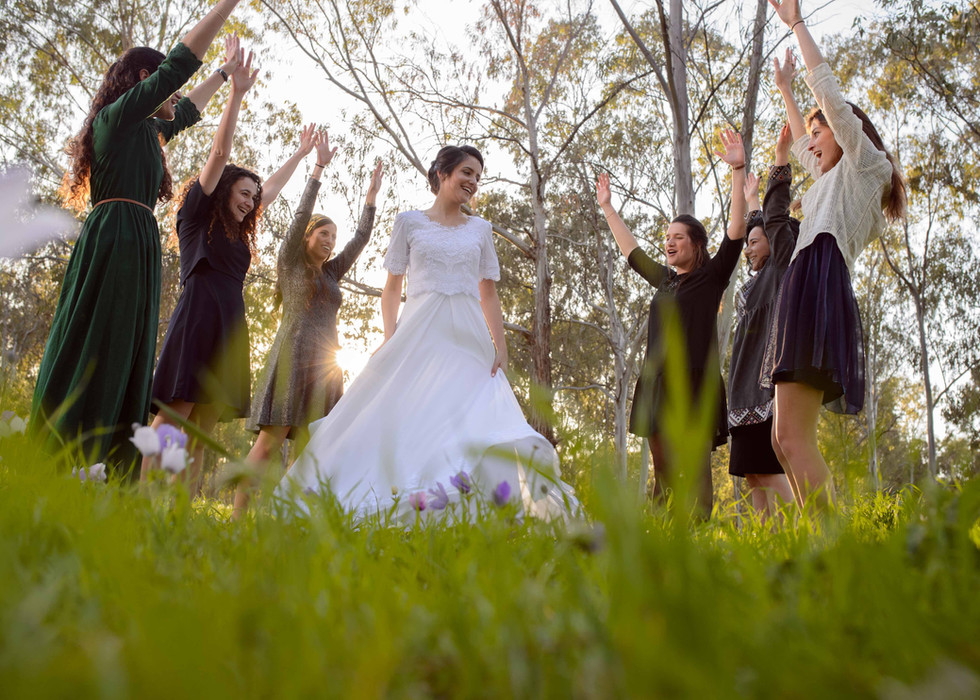 Bride and her friends in the Israeli forest