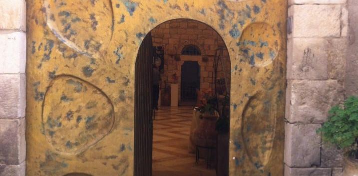 Harp of david door