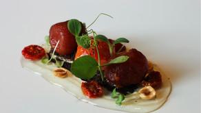 Tomates en Texturas sobre Antxoas y Olivas negras de José Miguel Olazabalaga Legarreta – Restaurante