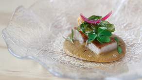 Papada de cerdo, mejillón de roca, escabeche y algas aciduladas by Miguel Cobo, chef de Cobo Vintage