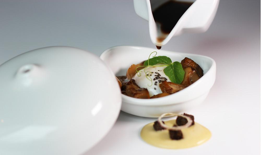 Huevos y hongos Aizián - GastroMadrid