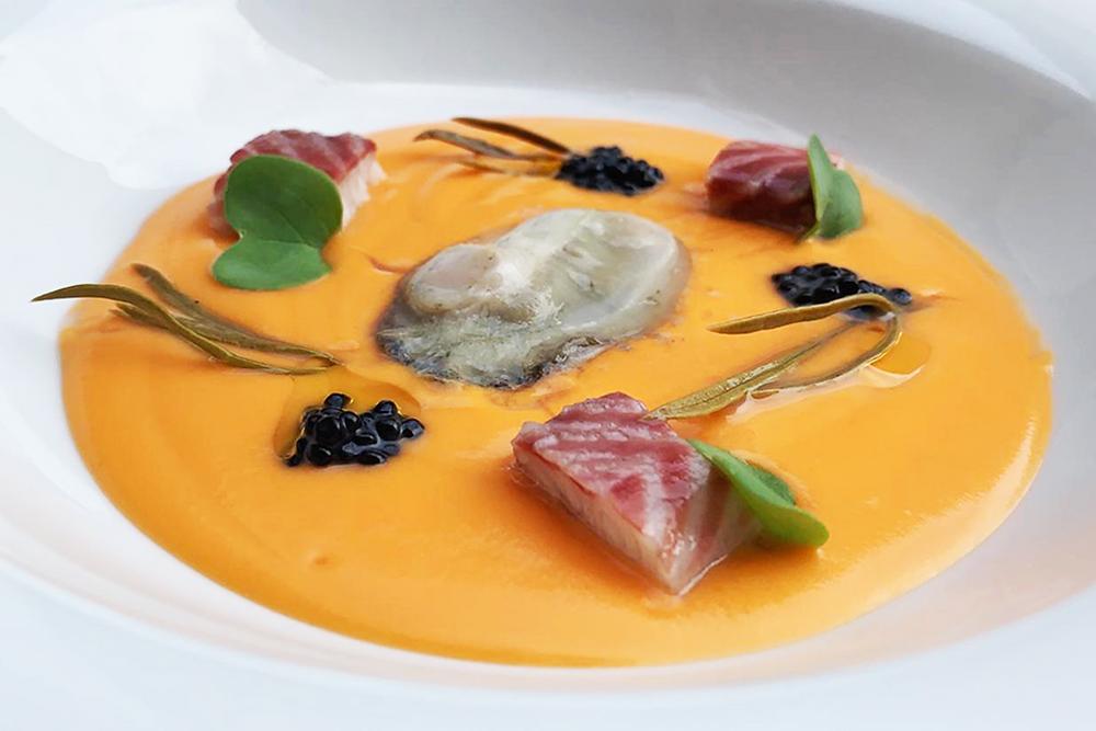 Salmorejo con anguila ahumada, hinojo marino y ostra (Quince Nudos) - GastroMadrid