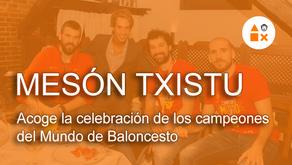 Los campeones del Mundo de Baloncesto celebran su victoria en el Mesón Txistu